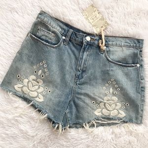 NWT Distressed Embroidered Chelsea & Violet Shorts